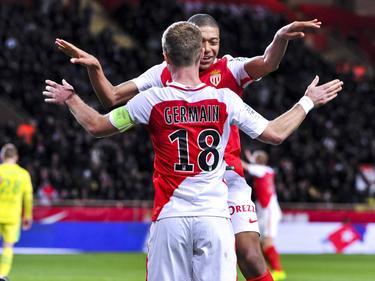 Monacos Kylian Mbappé beim Torjubel mit Kapitän Valère Germain
