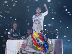 Sergio Ramos en la estatua de La Cibeles. (Foto: Getty)