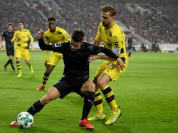 BVB-Kapitän Marcel Schmelzer stellt sich vor Trainer Peter Bosz