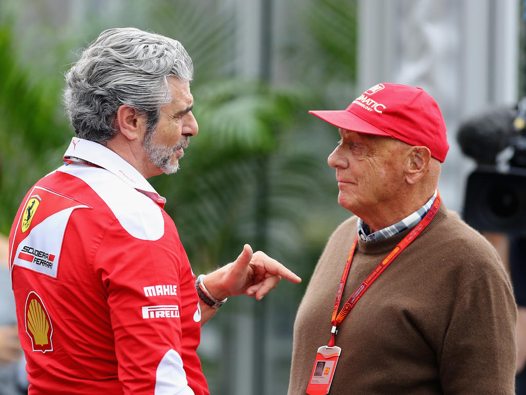 Vettel holt Pole in Singapur