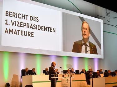 Rainer Koch arbeitet nach einer Lösung