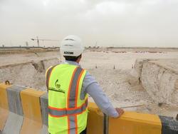 Noch immer müssen die Arbeiter im Katar unter schlechten Bedingungen arbeiten