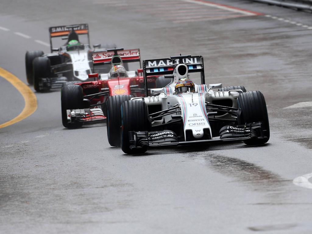 Rennentscheidend: Sebastian Vettel steckt nach dem Stopp hinter Massa fest