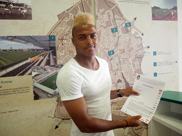 Ronny Marcos mit seinem Ried-Vertrag