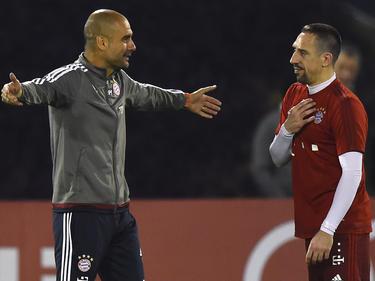 Franck Ribéry (r) ist beim FC Bayern München wieder ins Mannschaftstraining eingestiegen