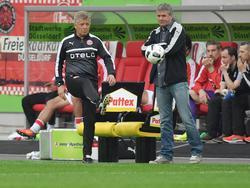 Peter Herrmann (l.) blickt auf über 45 Jahre Erfahrung im Fußballgeschäft zurück