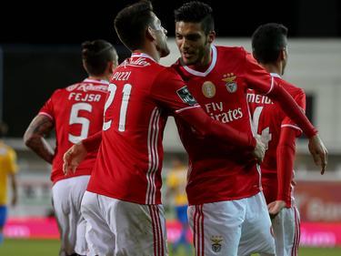 Raúl Jímenez (r.) bejubelt seinen Treffer für Benfica