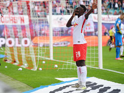 Leipzigs Jean-Kévin Augustin jubelt über sein wichtiges Tor zum 1:0 gegen Frankfurt