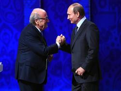 Sepp Blatter (l.) und Wladimir Putin pflegen ein gutes Verhältnis