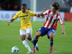 Nelson Valdez y Robinho en la Copa América de 2011. (Foto: Imago)