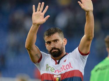 Tomás Rincón bedankt het publiek na afloop van het competitieduel Lazio Roma - Genoa CFC (20-11-2016).