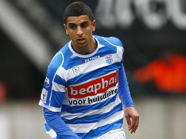 Youness Mokhtar bekijkt zijn opties tijdens het competitieduel NEC Nijmegen - PEC Zwolle. (21-04-2013)