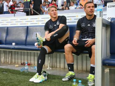 Werden vom DFB standesgemäß verabschiedet: Schweinsteiger (l.) und Podolski