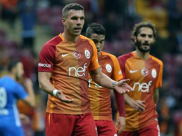 Lukas Podolski saß gegen Medipol Başakşehir zunächst auf der Bank