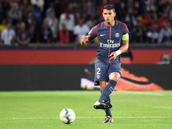 Thiago Silva  toca el cuero en un duelo de esta temporada. (Foto: Imago)