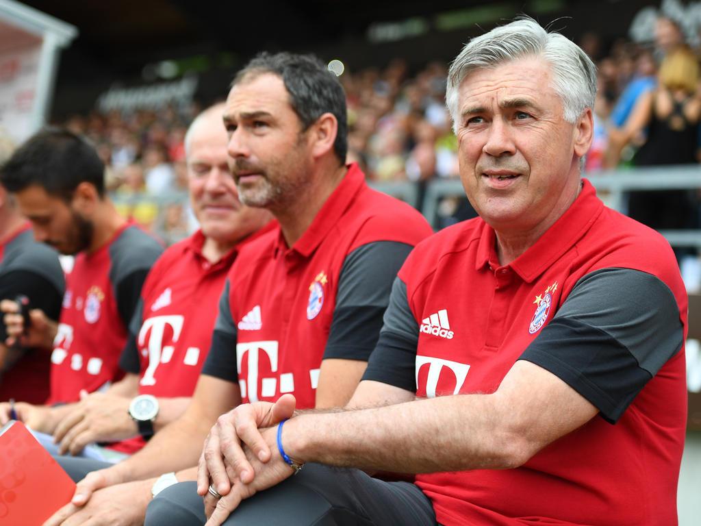 Bayerns Neu-Coach Carlo Ancelotti (r.)