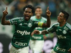 Zé Roberto (l.) verlängert seinen Vetrag bei Palmeiras SE