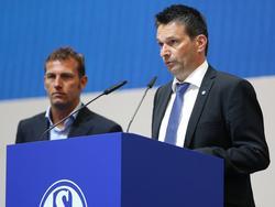Christian Heidel (r.) auf der Mitgliederversammlung der Königsblauen