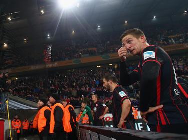Bastian Oczipka (r.) hat sich vor die Eintracht-Fans gestellt