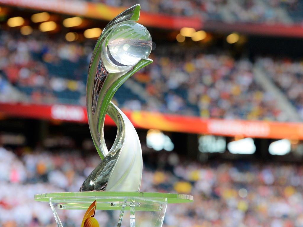 Um diesen Pokal geht es bei der Frauen-EM