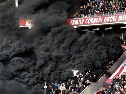 Tiefschwarzer Rauch stieg im Spiel zwischen Eindhoven und Amsterdam auf