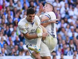 Unglücklicher Zusammenprall: Toni Kroos (re.) setzt Pepe außer Gefecht