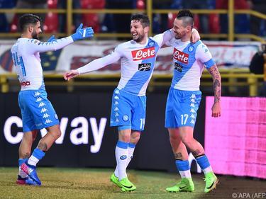 Napolis Dries Mertens (M) und Marek Hamšík (r) trafen je dreimal gegen Bologna