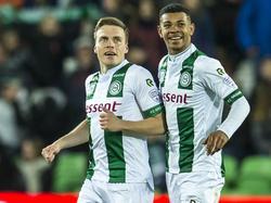 Ruben Jenssen (l.) en Juninho Bacuna (r.) zijn blij na de treffer van eerstgenoemde speler tegen Willem II. (17-03-2017)