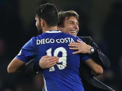 Chelseas Diego Costa und Trainer Antonio Conte haben sich wieder gern