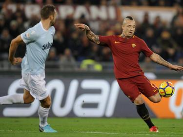 Radja Nainggolan (re.) gewinnt mit AS das Stadtderby gegen Lazio Rom