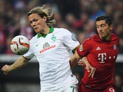 Jannik Vestergaard (l.) einigte sich mit Gladbachs Sportdirektor auf einen Wechsel