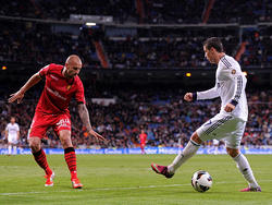Ronaldo(r.)bittetAlanHuttonzumTanz(l.)