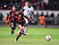 'Chicharito' abrió el marcador en el partido copero ante el Werder de penalti. (Foto: Getty)