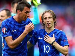 Mario Mandžukić (l.) und Luka Modrić sind gegen Portugal aller Voraussicht wieder dabei