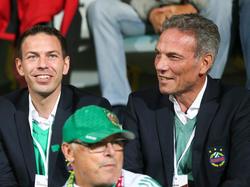 Geschäftsführer Christoph Peschek und Vereinspräsident Michael Krammer freuen sich über den stattlichen Umsatz