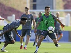 Thiago (r.) musste das Training der Bayern vorzeitig beenden