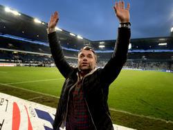 Bernd Hollerbach feiert mit den Würzburger Kickers den Aufstieg in die 2. Liga