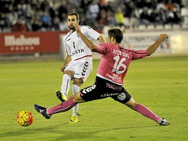 Antoñito (izq. ) con la camiseta del Albacete. (Foto: Imago)