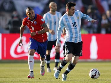 Messi (d.) volvió a no tener su noche con la camiseta albiceleste. (Foto: Getty)