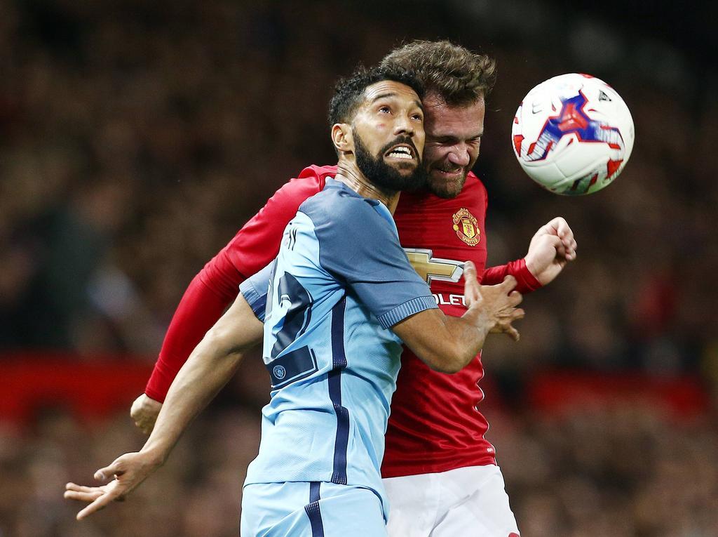 Imagen del último duelo entre los dos equipos de Manchester. (Foto: Imago)