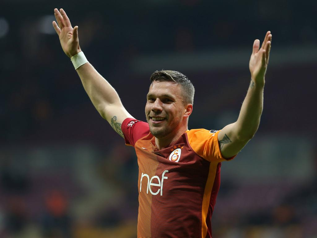 Fußball Podolski verabschiedet sich in Istanbul als Publikumsliebling