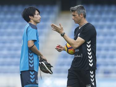 Gaku Shibasaki conversa con su entrenador Josep Lluis Martí. (Foto: Imago)