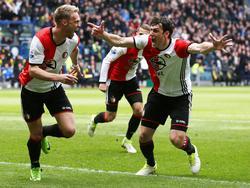 Na slechts tien minuten spelen staat Feyenoord al op voorsprong tegen Vitesse. Het is Nicolai Jørgensen (l.) die van dichtbij de score opent. (23-04-2017)