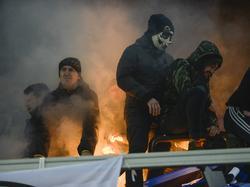 Fans zünden Bengalos - keine seltene Szene in Russland
