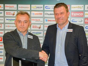 Rieds Cheftrainer Christian Benbennek (r.) wurde in der Keine-Sorgen-Arena vorgestellt.