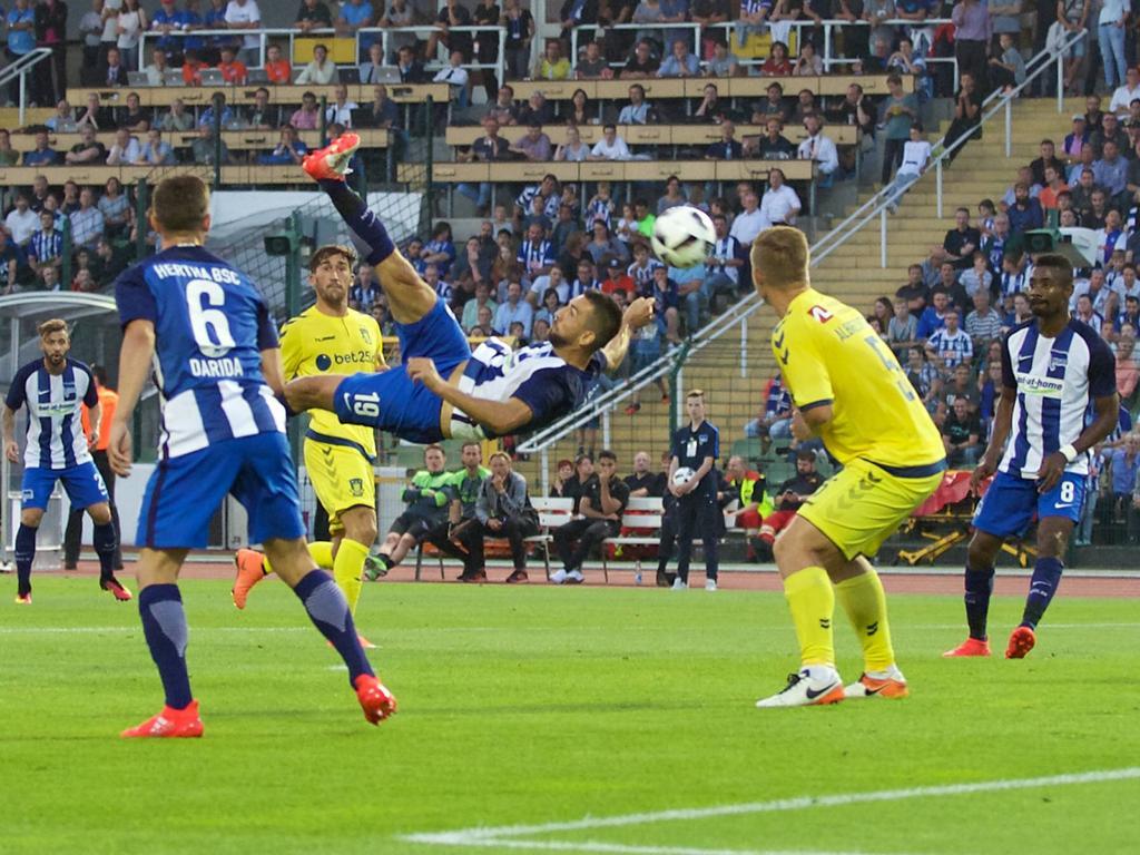Die Szene des Spiels: Vedad Ibišević trifft traumhaft zur Führung