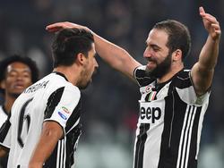 Sami Khedira (l.) und Gonzalo Higuaín (r.) führten Juve zum Derbysieg