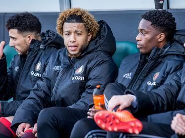 Tonny Vilhena (m.) moet plaatsnemen op de bank tijdens het competitieduel ADO Den Haag - Feyenoord (19-02-2017).