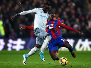Oumar Niasse (l.) vom FC Everton muss zwei Spiele zuschauen