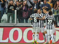 Fernando Llorente (2.v.r.) ist der gefeierte Held bei Juventus